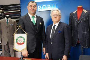 Il Presidente dell'Accademia Nazionale dei Sartori, Sebastiano Di Rienzo (destra) insieme al maestro sarto Daniel Robu (sinistra)